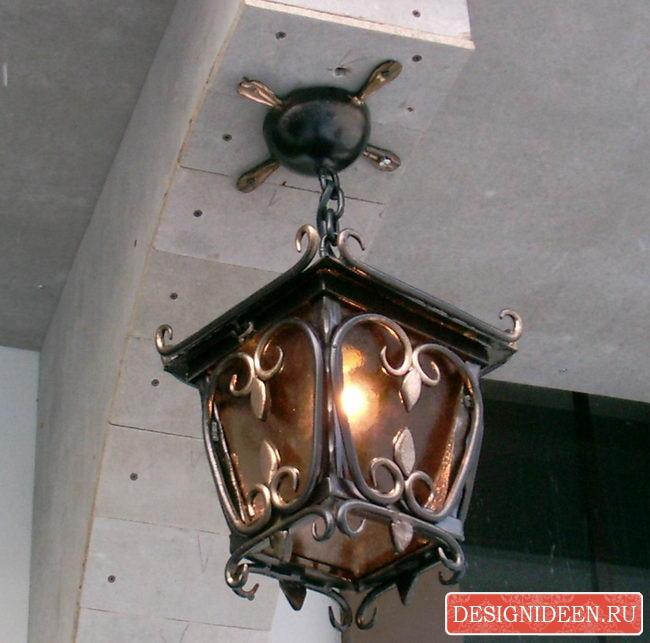 Кованый фонарь - прекрасный элемент декора