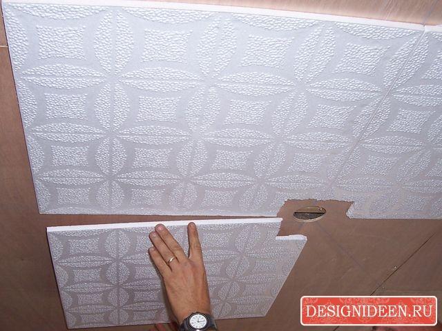 Клеим плитку на потолке своими руками