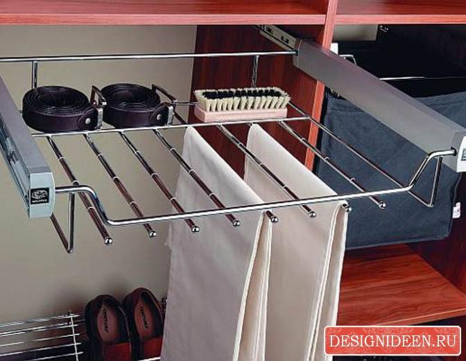 Вешалка для одежды - важный элемент гардеробного оборудования