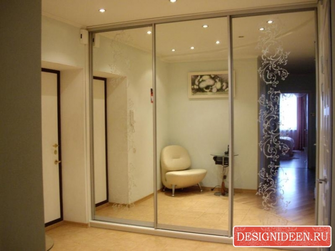 Зеркальные двери шкафа-купе - особенности и преимущества